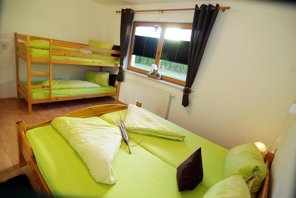 Die Wohnung Ist Mit Neuen Möbeln Gut Und Freundlich Eingerichtet.